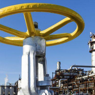 Petróleo retrocede por temor a que represalias contra Assad reduzcan la producción en la región