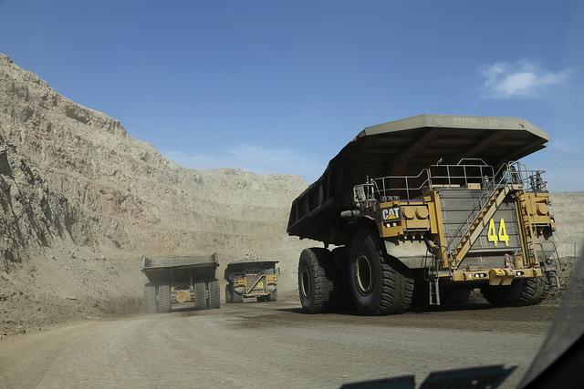 Segunda productora mundial de oro necesita activos de cobre para prevalecer en el mercado