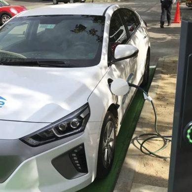 Engie estrena el primer punto de carga público para coches eléctricos en Chile