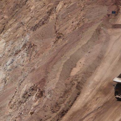 Pobladores y proveedores paralizan operaciones de mina El Toro, ubicada en La Libertad