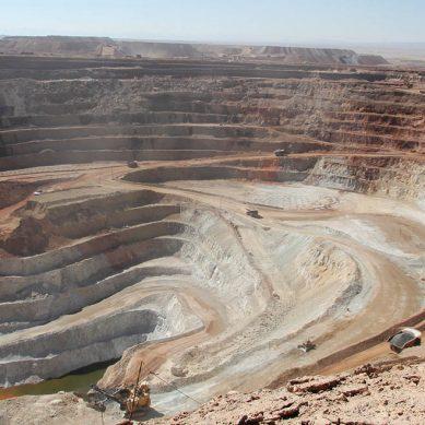 Strike, presta a reactivar sus proyectos de hierro si se avanza con construcción de ferrocarril