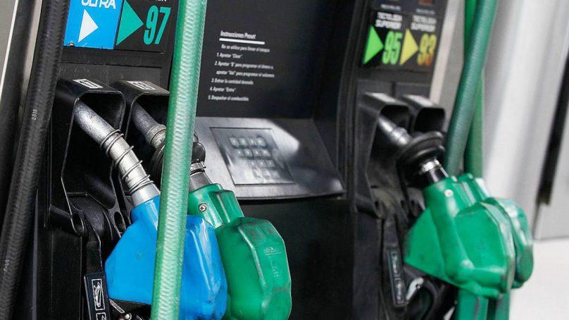 Precios de los combustibles bajarían este fin de semana, calcula el MEF