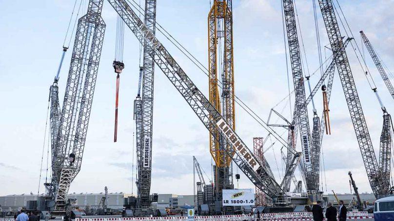 Liebherr presenta su nueva grúa sobre orugas de 800 toneladas