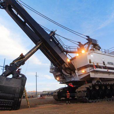 Ferreyros reconstruye una pala gigante CAT de 1,300 toneladas en mina peruana