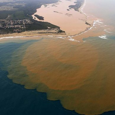 BHP paga US$211 millones para reparar dique tras accidente ambiental de Samarco en Brasil