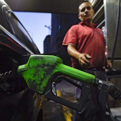 """Maduro quitará subsidio a la gasolina para quienes no tengan el """"Carné de la Patria"""""""