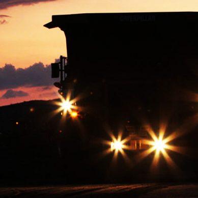 ¡Hey, no te duermas detrás del volante de un camión minero, te estamos viendo!