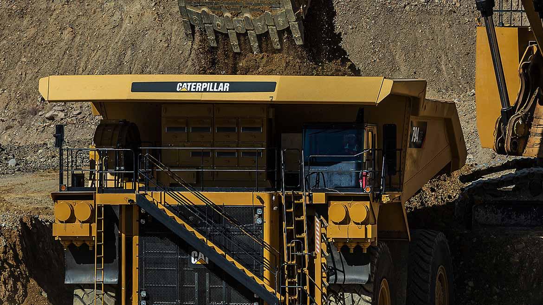 San Martín Contratistas adquirió seis camiones mineros 785D y dos palas 6040 FS, a setiembre