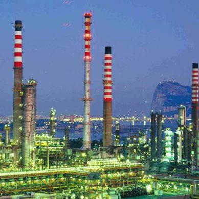Amuay, la refinería más grande de Venezuela, detiene su producción de gasolina