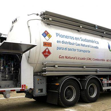 Quavii instala primera estación móvil de GNL para vehículos pesados en Trujillo
