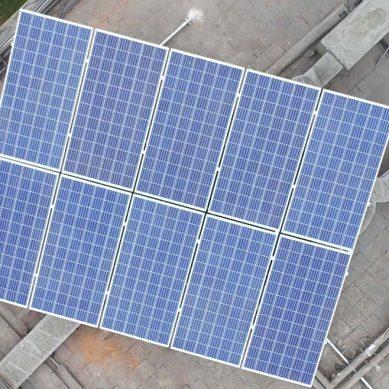 MEM instala panel solar en su sede central para promover uso de energías renovables