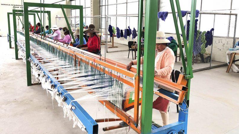 Espinar prepara telar más grande del mundo para batir récord Guinness