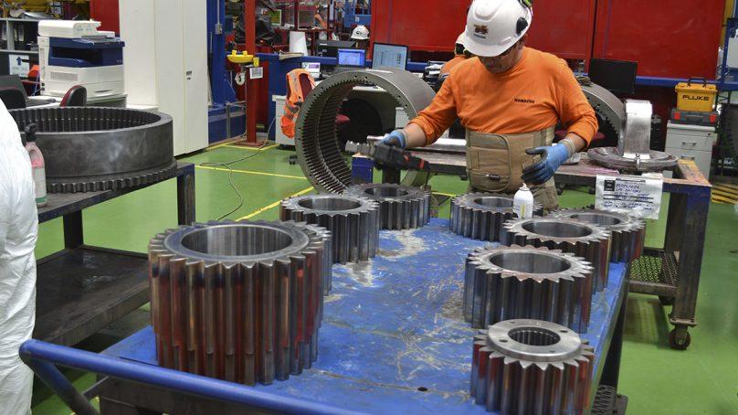 Komatsu: Un camión minero puede valer US$4.8 millones y hasta US$250,000 la reparación de uno de sus componentes