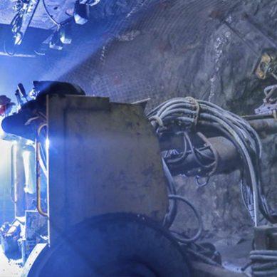 Hierro, molibdeno y estaño lideran producción metálica nacional en octubre