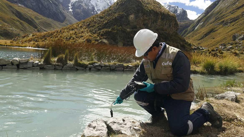 """Huancavelica: OEFA investiga procedencia de extraño afloramiento de """"aguas de color marrón"""""""