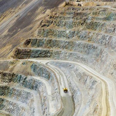 ¿Qué equipos mineros planea utilizar Southern Copper en proyecto de cobre Tía María?