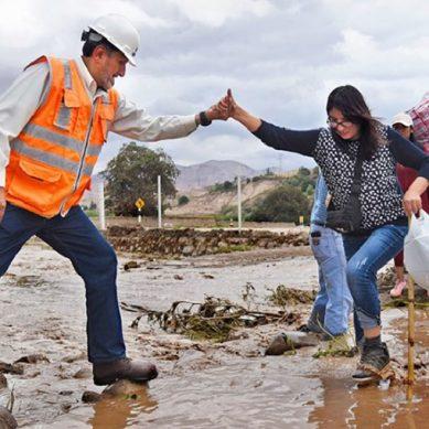 Anglo American destina ingenieros y maquinaria pesada para apoyar a población afectada por lluvias