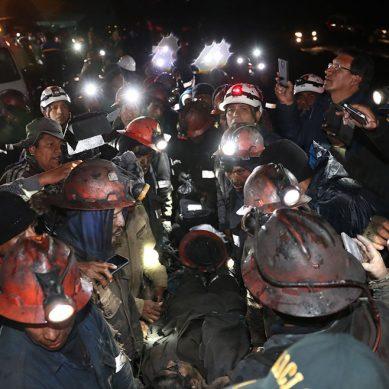 Mineros atrapados en mina de carbón en Oyón fueron rescatados sanos y salvos