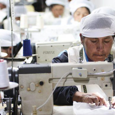 Minera Zafranal capacita a 90 personas de Arequipa para que emprendan negocios textiles