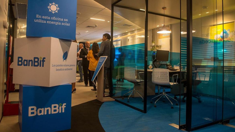 BanBif inaugura oficina bancaria que utiliza paneles solares
