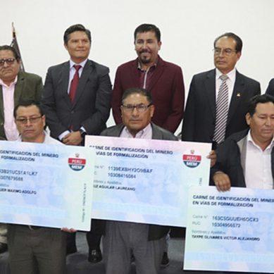 Arequipa: Más de 5,000 pequeños mineros en vías de formalización recibirán carné de identificación