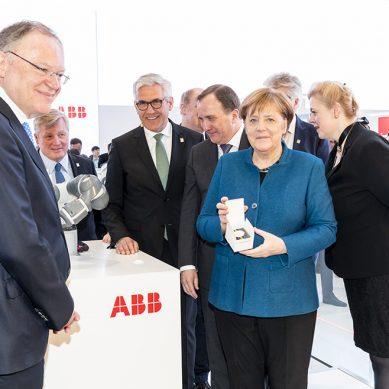 ABB muestra la fábrica del futuro a autoridades de Alemania y Suecia