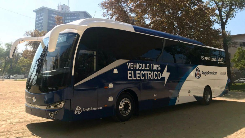 Anglo American presenta el primer bus eléctrico para una operación minera en Chile