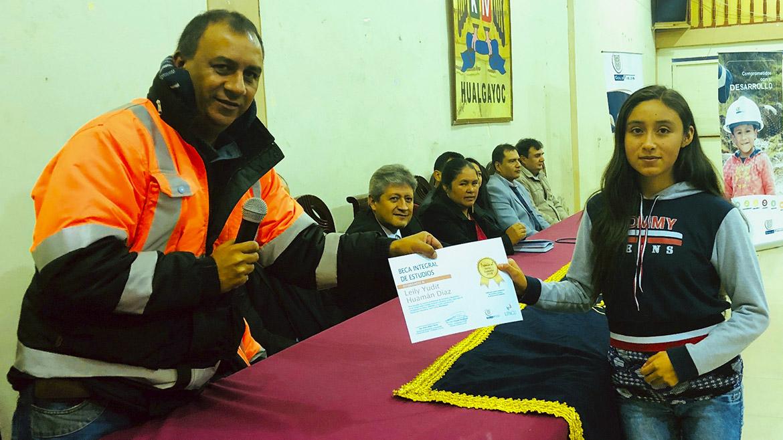 Gold Fields entrega becas educativas para estudiantes de Hualgayoc