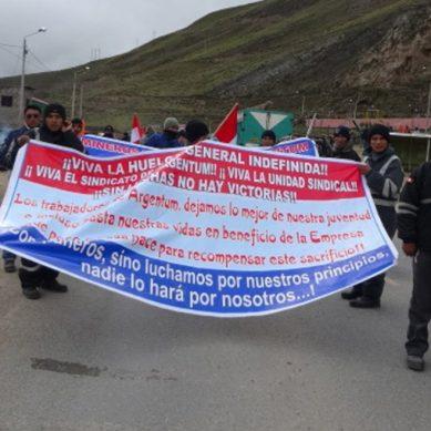 Trabajadores de Argentum reclaman utilidades y bloquean carretera