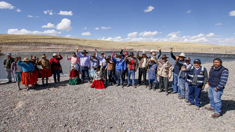 Con aportes municipales y Antapaccay construyen reservorios para productores pecuarios en Espinar