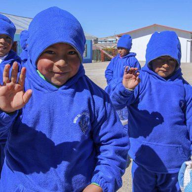 Contratistas y colaboradores de Antapaccay llevaron abrigos para niños y ancianos de Espinar