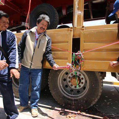 Antapaccay invierte S/1.1 millones en compra de tractores para comunidades de Espinar