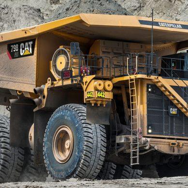 Camión de tracción eléctrica CAT 798 de 400 toneladas llegará al Perú este año