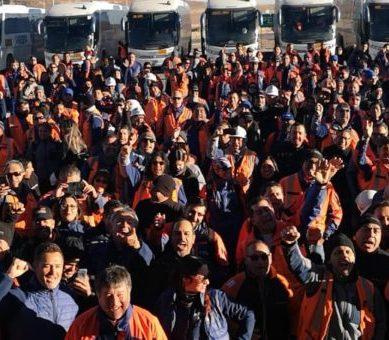 Trabajadores de Minera Escondida se unen a movilizaciones sociales en Chile