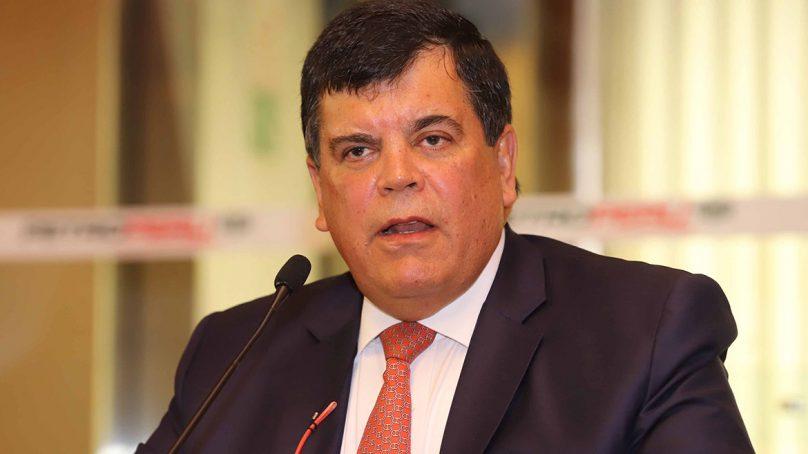 Carlos Paredes presentó su carta de renuncia a la presidencia de Petroperú
