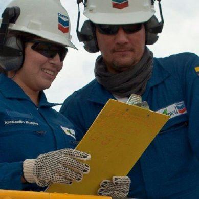 Petrolera Chevron quiere reforzar sus actividades con más mujeres