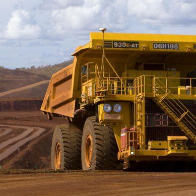 Komatsu enviará 37 camiones autónomos 930E a mina de hierro en Brasil