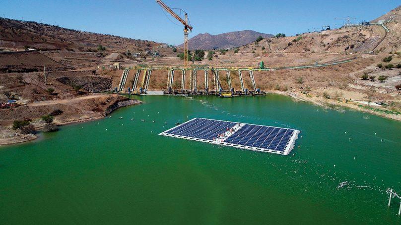 Reconocen a Anglo American por su isla solar flotante en relavera, la primera en el mundo