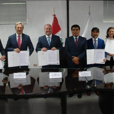 Perupetro firma convenio para fomentar coexistencia entre ecoturismo e hidrocarburos
