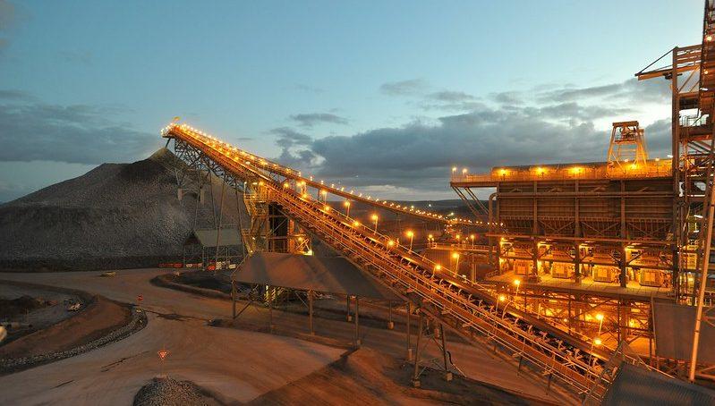 Newmont reporta históricas reservas de oro: 100 millones de onzas