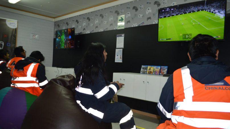 Chinalco estrena salas de PlayStation 4 y cine en campamentos de Toromocho